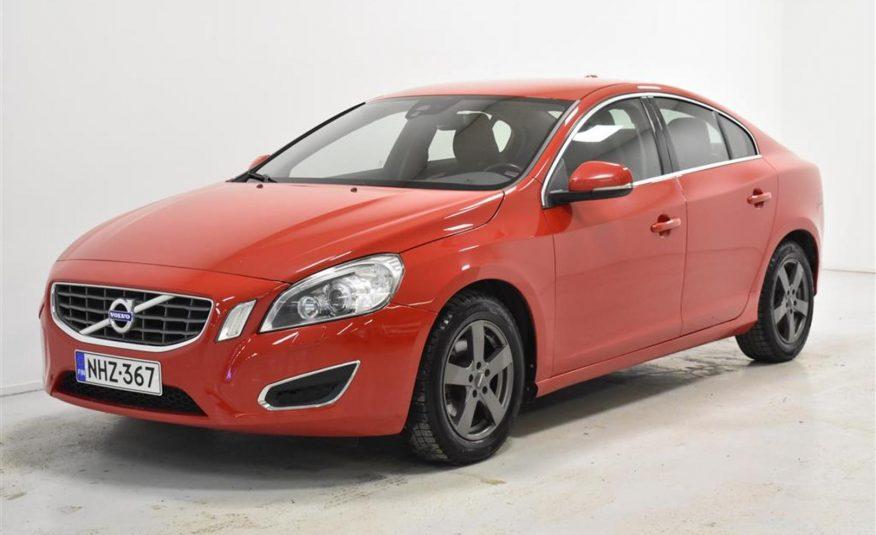 Volvo S60 D3 Momentum Business (2012)